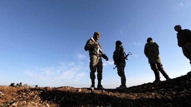 Menbic'te Türkiye'nin desteklediği Suriyeli isyancılar