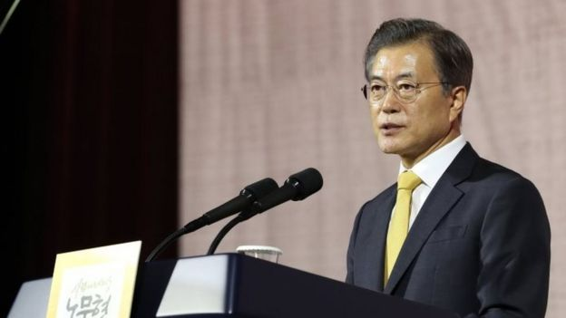 South Korean President Moon Jae-in makes a speech at the 10th anniversary of an inter-Korean summit in Seoul (26 September 2017)