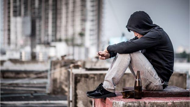 Garoto adolescente triste