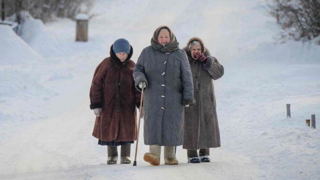 Пожилые женщины в Суздале