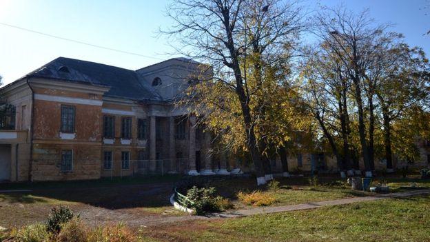 Фронтальний бік палацу Стецьких. До входу під'їжджали карети гостей