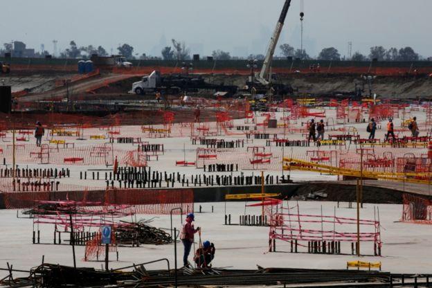Construcción del aeropuerto.