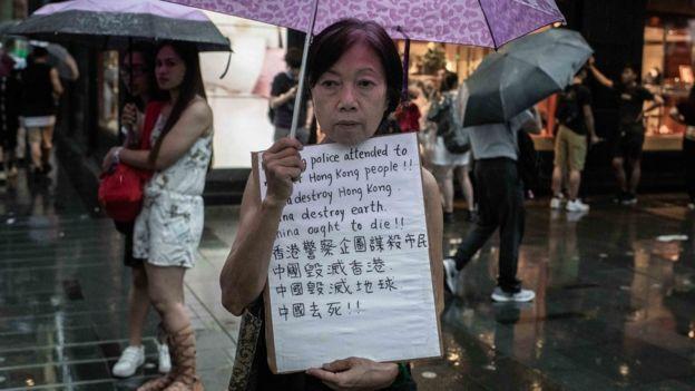 Cuộc biểu tình hôm Chủ nhật khác xa với các cuộc đụng độ dữ dội giữa người biểu tình và cảnh sát chống bạo động những tuần gần đây