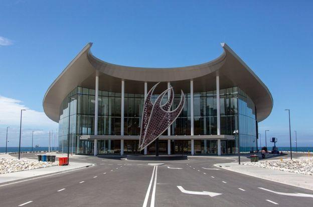 巴布亚新几内亚主办APEC峰会会场之一的国际会展中心,是由中国援建。澳大利亚已向巴布亚新几内亚派遣特种部队,作为11月在莫尔兹比港举行的APEC首脑会议的大规模安全行动的一部分。