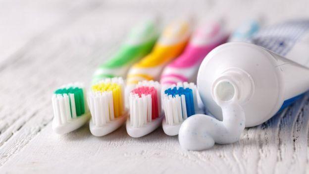 diş macunu ve diş fırçaları