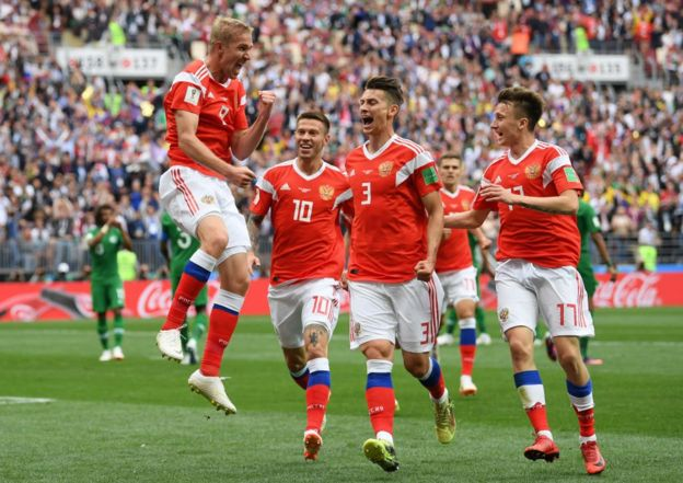 Iury Gazinsky celebra el primer gol de Rusia 2018. Los anfitriones se adelantan en el marcador a Arabia Saudita.