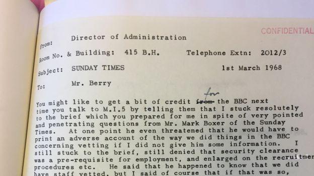 Аркелл считал, судя по всему, что его ответы журналистам помогли улучшить репутацию Би-би-си в стенах МИ-5