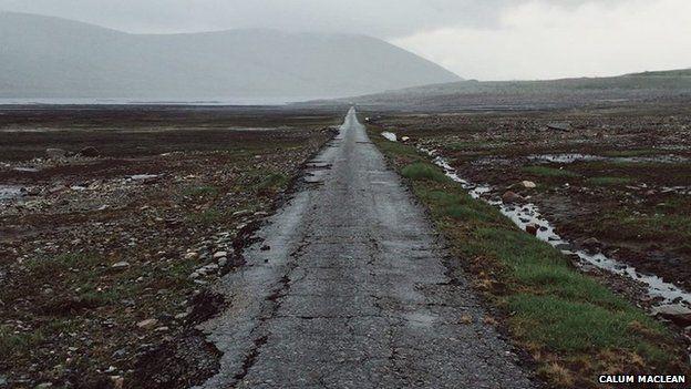 Seann Rathad aig Loch a' Ghlas-Chàrnaich