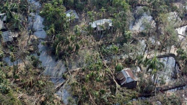 বাংলাদেশে ২০০৭ সালের ঘূর্ণিঝড় সিডরে লণ্ডভণ্ড একটি গ্রাম
