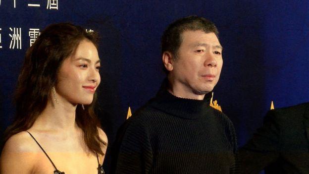 《芳華》團隊在亞洲電影大獎紅地毯上合影留念。