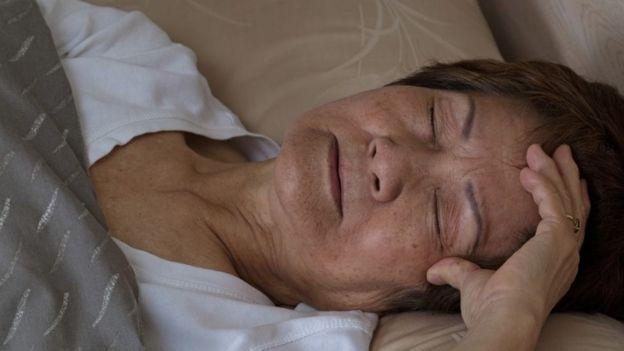 Como má qualidade do sono em mulheres com mais de 40 anos prejudica a saúde