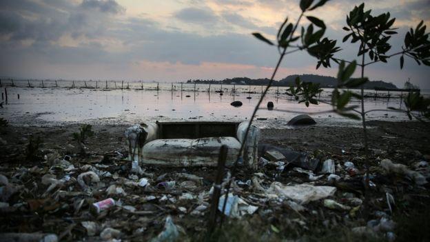 Poluição na Baía de Guanabara em Niterói, Rio de Janeiro