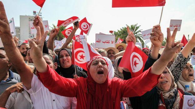 انقسامات في تونس حول