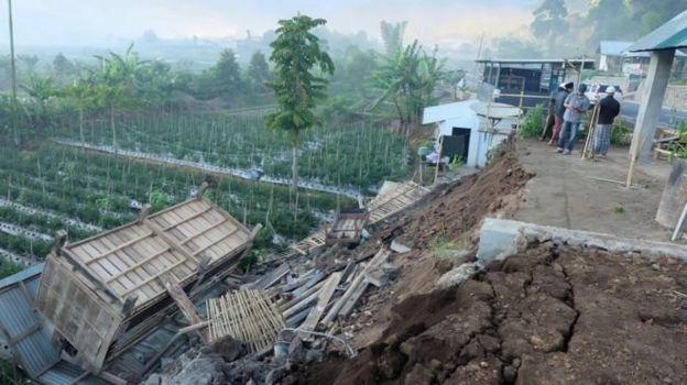 زلزلهای در اندونزی دستکم ۱۰ کشته بر جای گذاشت