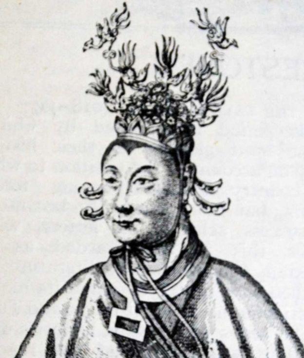 В VII веке императрица У Цзэтянь стала буддисткой