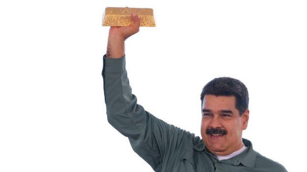 Nicolás Maduro con una barra de oro.
