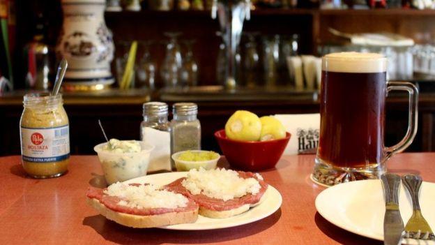 """Uno de los """"productos estrella"""" de Valdivia es el denominado """"crudo"""". En la foto, el plato del restaurante Das Haus."""