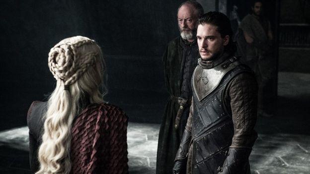 Jon Snow con Daenerys y Davos.