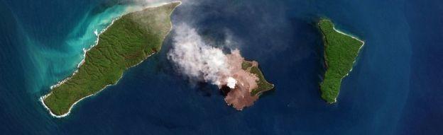 Foto satelit yang memperlihatkan <a href='https://jakarta.tribunnews.com/tag/erupsi' title='erupsi'>erupsi</a> <a href='https://jakarta.tribunnews.com/tag/gunung-anak-krakatau' title='GunungAnakKrakatau'>GunungAnakKrakatau</a> pada Agustus lalu