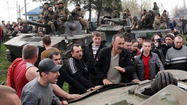 Заблокована під Краматорськом колона 25-ї бригади. Пізніше частина цієї техніки опиниться у руках сепаратистів