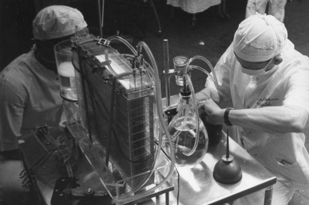 Una máquina de corazón-pulmón en 1959