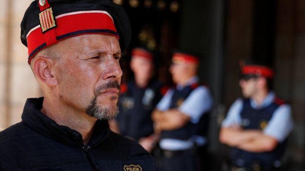 полиция у парламента Каталонии