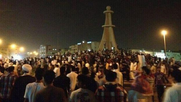 شیعیان عربستان در استان شرقی هرازگاهی تظاهرات برپا میکنند و عموما به دلیل شرایط امنیتی و خاص این منطقه، تصاویر و خبرهای این اعتراضها به سختی به خارج از کشور درز میکند
