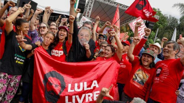 Los seguidores de Lula realizaron una vigilia para esperar su excarcelación.