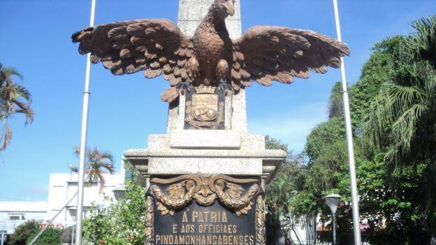 Monumento alusivo à passagem de D. Pedro em Pindamonhangaba