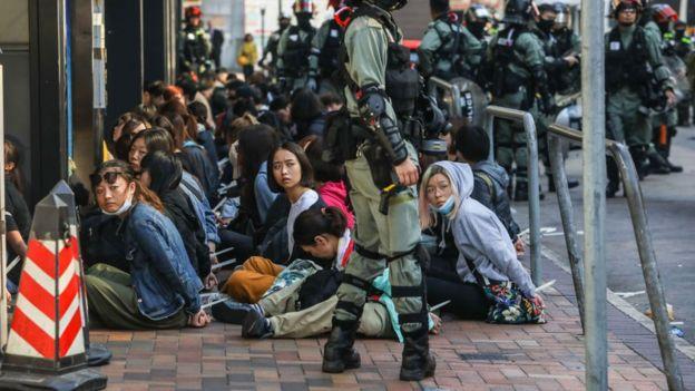 Cảnh sát bắt giữ nhiều người quanh khu vực trường Đại học Bách Khoa