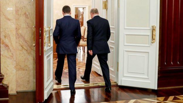 Medvedev era la mano derecha de Putin y ahora se verá apartado de la primera línea.