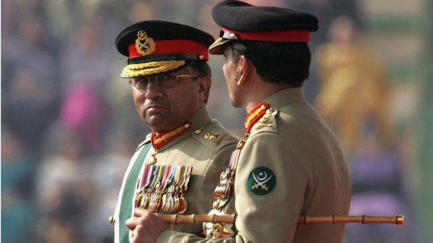 পারভেজ মুশাররফ: সেনা প্রধান থেকে প্রেসিডেন্ট। পাকিস্তানের রাজনীতির সবচেয়ে শক্তিশালী নিয়ামক এখনো সেনাবাহিনী।