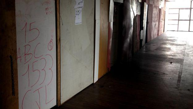 Corredor de um dos andares da ocupação