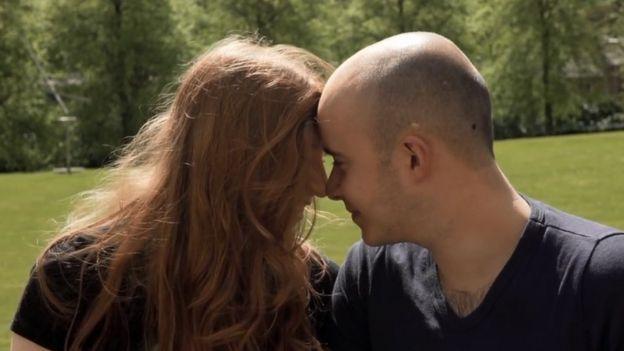 Noni y Oliver. Foto: BBC.