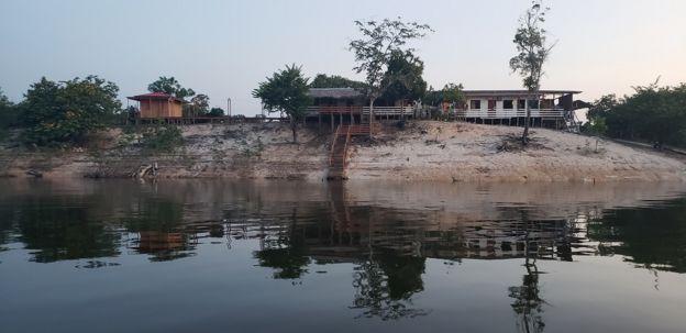 Pousada na beira do rio Uatumã