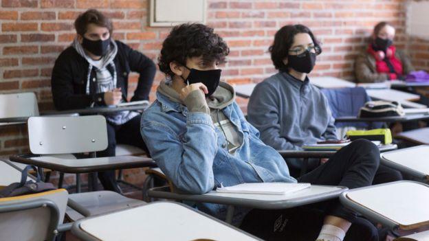 Adolescentes de una secundaria uruguaya.