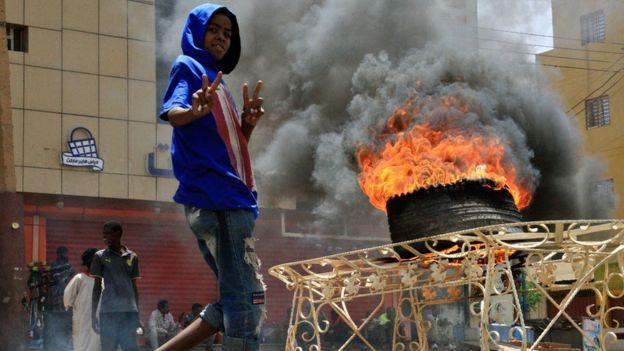 اعتصام القيادة العامة: قتلى وجرحى في اقتحام قوات الأمن السودانية مقر الاعتصام في الخرطوم