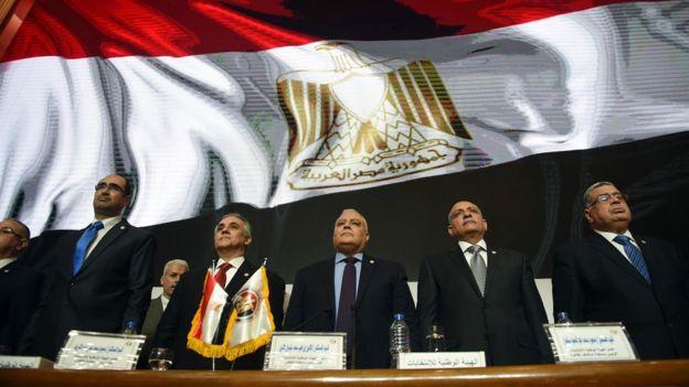 Miembros de la Autoridad Nacional Electoral egipcia.