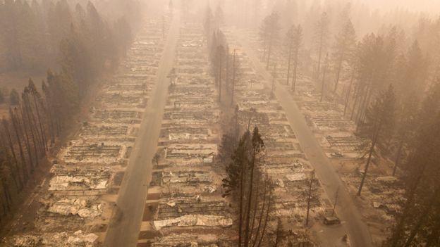 Barrio destruido por los incendios forestales en Paradise, California