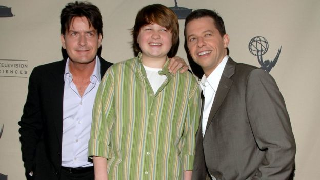 607910c77549c4 Charlie Sheen at the height of the show s success with co-stars Angus T.
