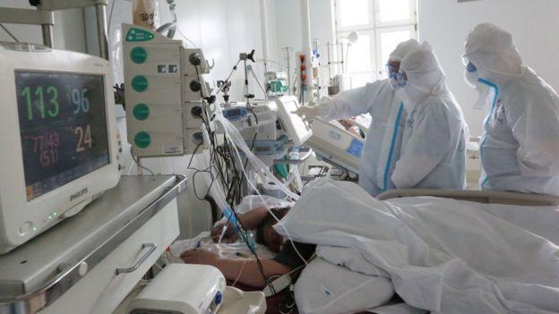 Unidad de cuidados intensivos en Moscú, Rusia.