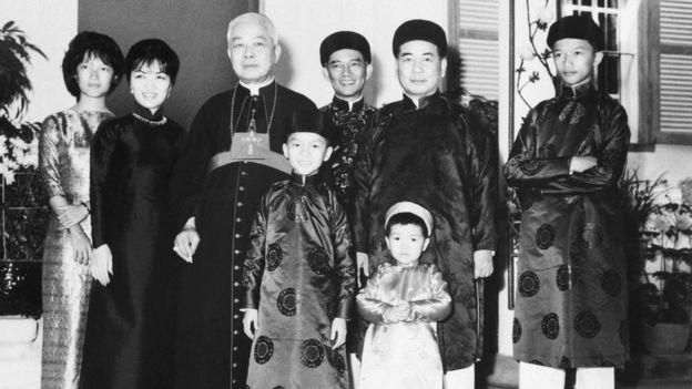 Gia đình Tổng thống Ngô Đình Diệm, với anh, em trai, em dâu và các cháu