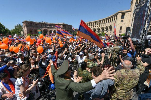 Manifestantes en Yerevan