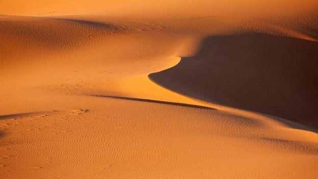 لا تصلح الرمال المستخرجة من الصحراء لتصنيع الخرسانة لأنها لا تتماسك مع بعضها بصورة جيدة