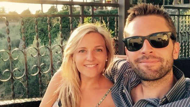 Andrew Hunter y su esposa