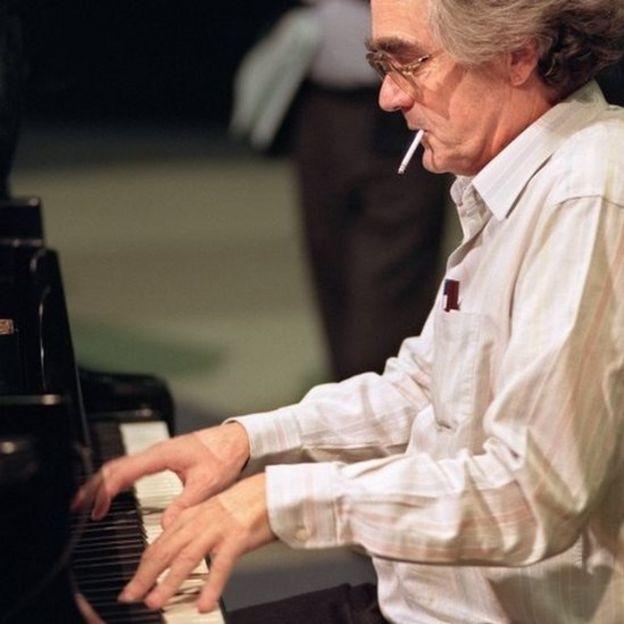 Michel Legrand plays piano in 1989