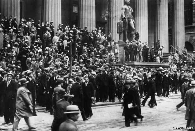 Huge crowds watch the Wall Street Stock Exchange in October 1929