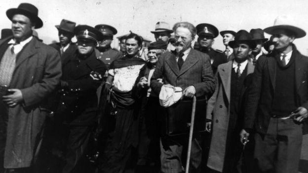 Amizades e romances com personalidades da época, como Leon Trotsky, reforçaram mito em torno de Frida