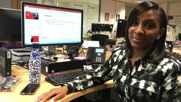Consultora de marketing Yvonne Akinwande