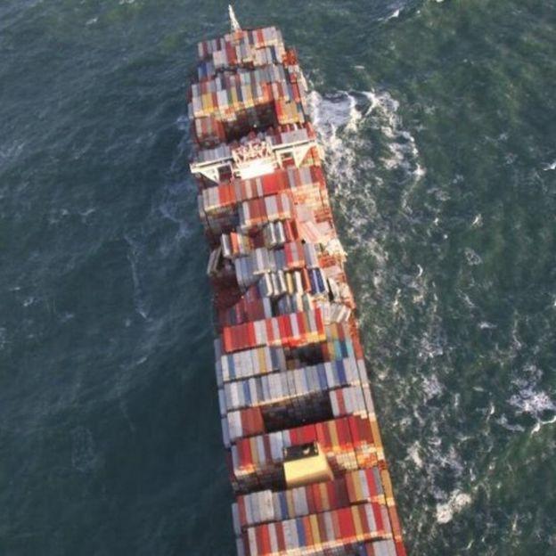 Una vista aérea del barco de carga MSC Zoe.